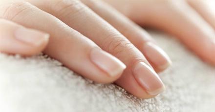 Cum sa iti stergi unghiile mai usor